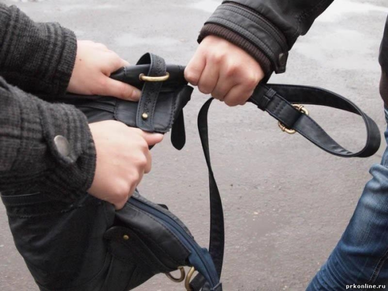 В центре Львова две девушки избили и ограбили школьницу