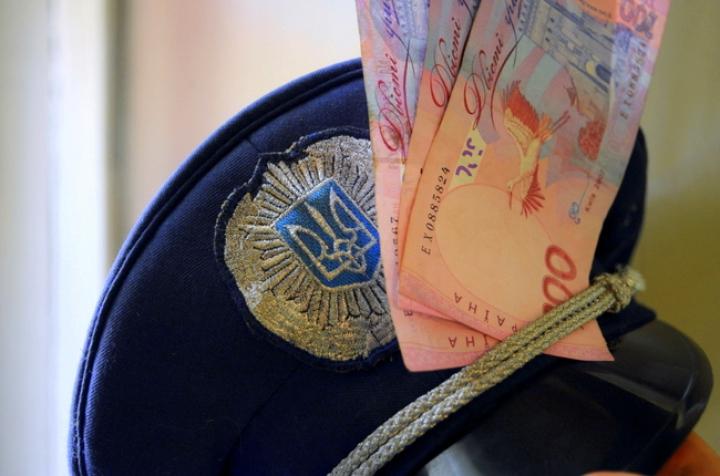 Совести совсем нет: в Винницкой области следователя полиции поймали на солидной взятке