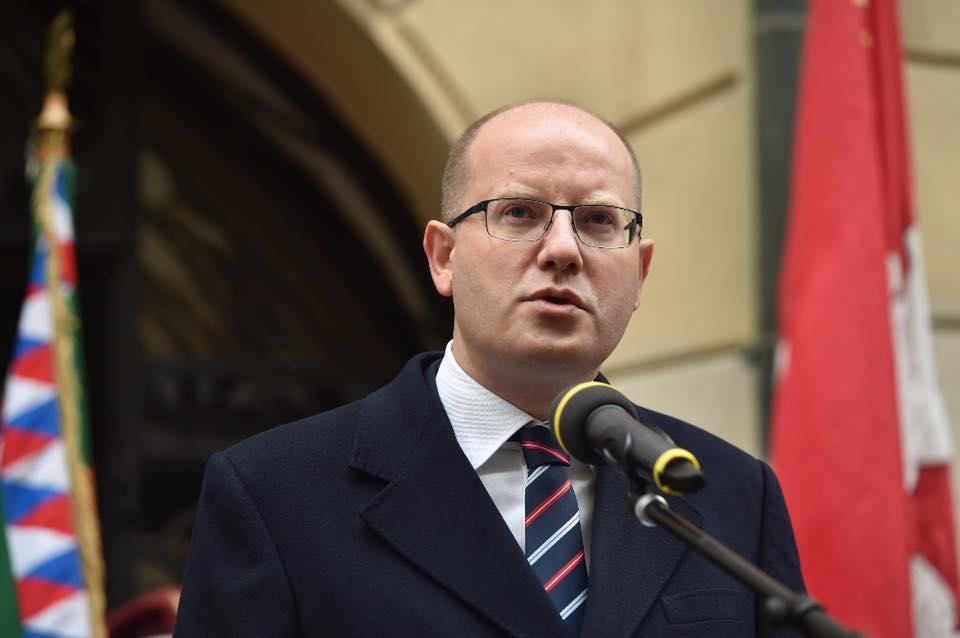 «Он на**ал чешское государство»: премьер Чехии нецензурно виляав министра финансов