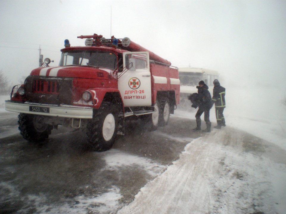 Срочно! По всей Украине водителям сегодня ввели ограничения движения из-за непогоды. Стало известно, где именно это сделали