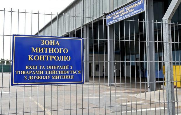 Он долго наслаждался роскошью: На Киевской таможне разоблачили чиновника-взяточника