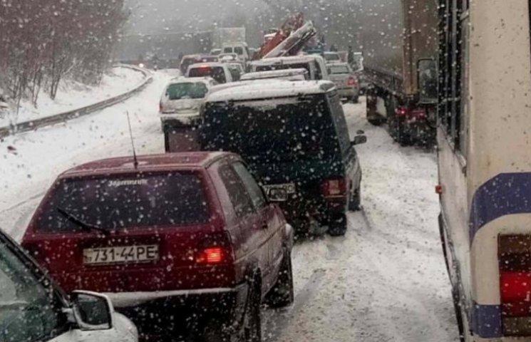 Львов погряз в пробках: в городе транспортный коллапс из-за усиления непогоды