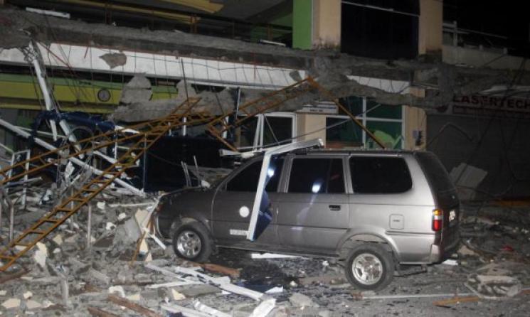 Произошло страшное землетрясение — много людей погибло