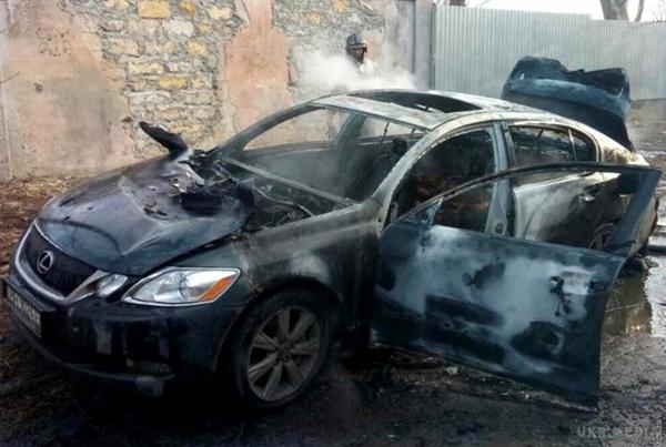 Неслыханная жестокость: мужчину сначала расстреляли, а потом сожгли его вместе с автомобилем (ВИДЕО)