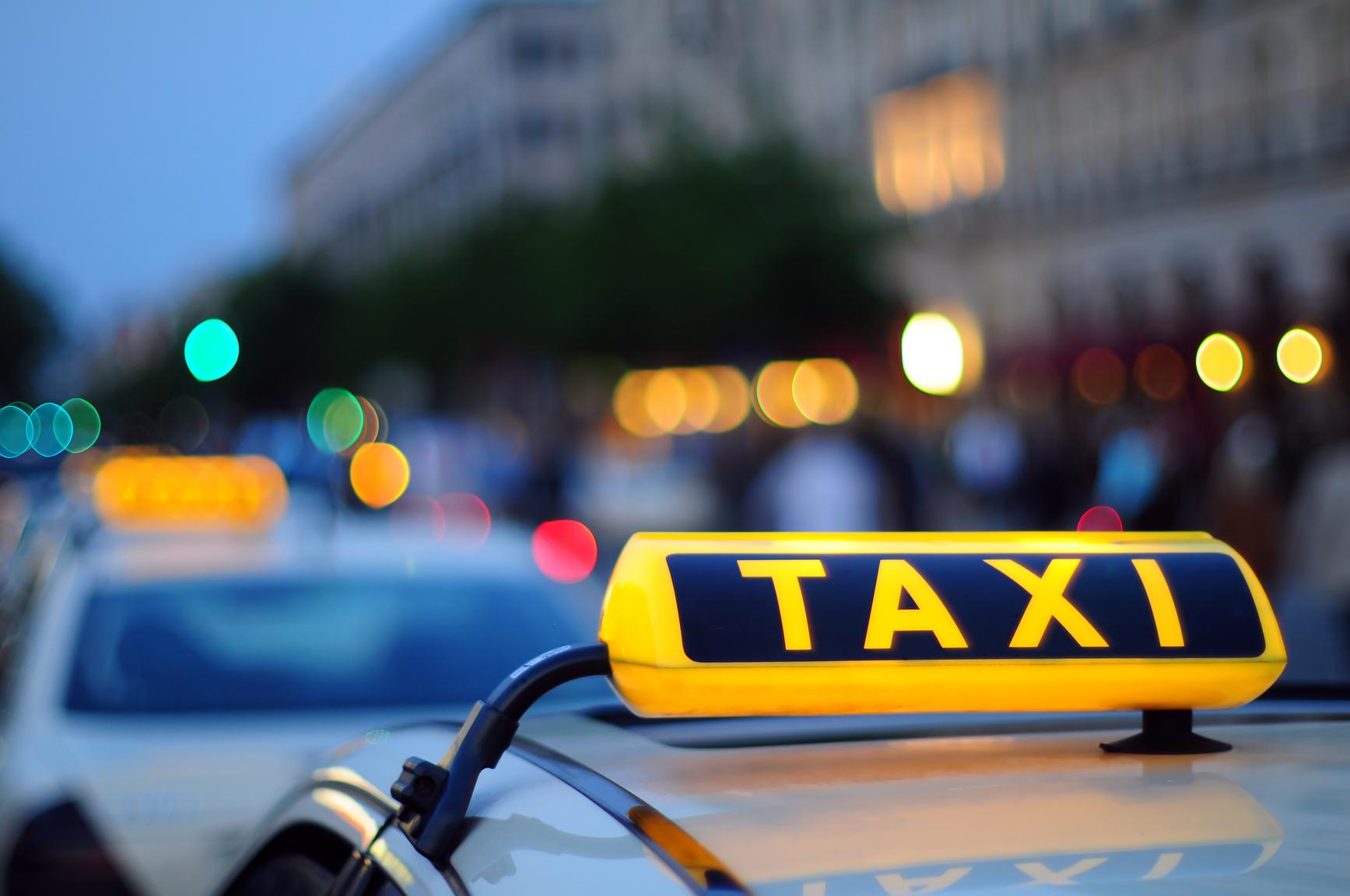 Массово закрываются службы такси в городе Украины