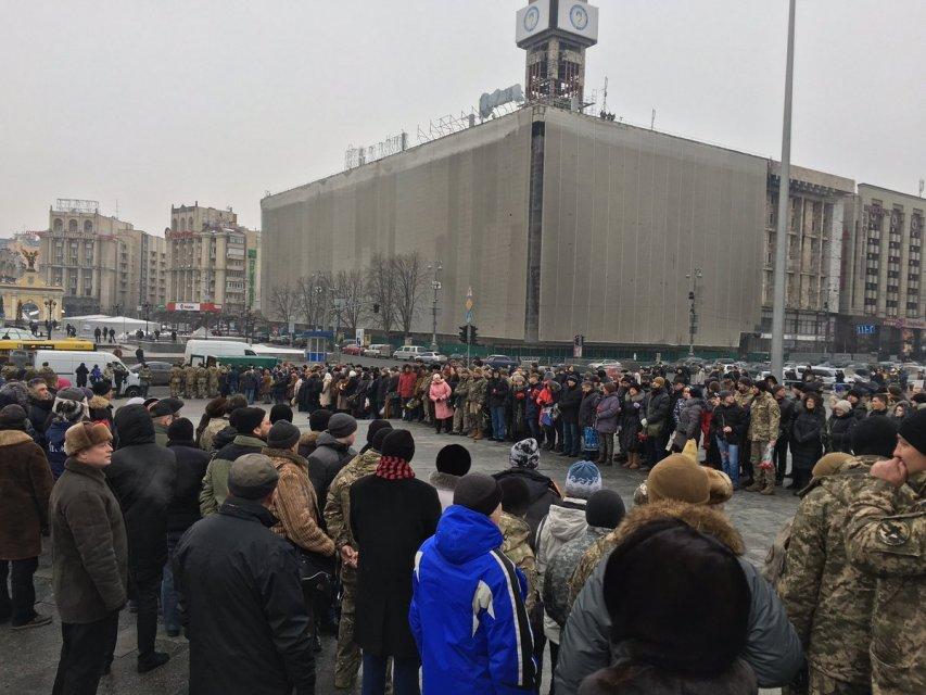 От увиденного наворачиваются слезы на глаза: в Киеве прощаются с героями, которые погибли за Авдеевку (ФОТО, ВИДЕО)