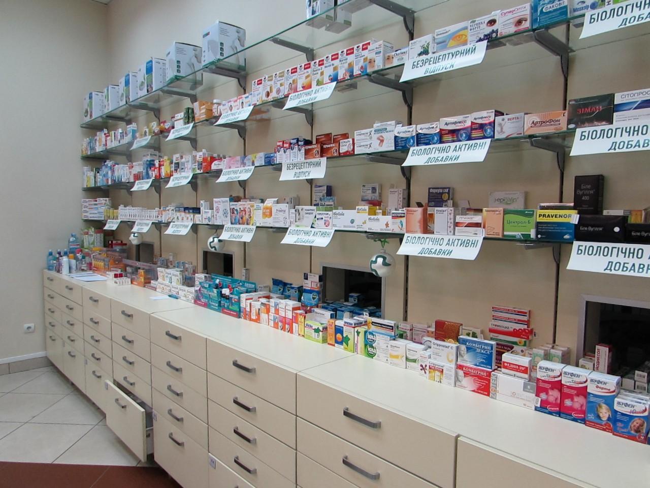 Ужасный дефицит: С полок украинских аптек исчезает все больше лекарств