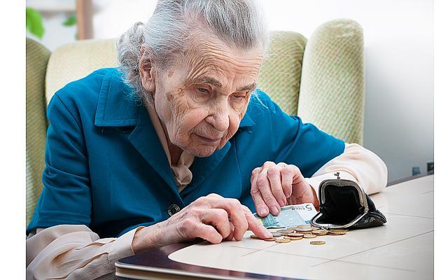 От этой суммы хочется плакать: в течение года будут осуществляться перерасчеты пенсий неработающим пенсионерам