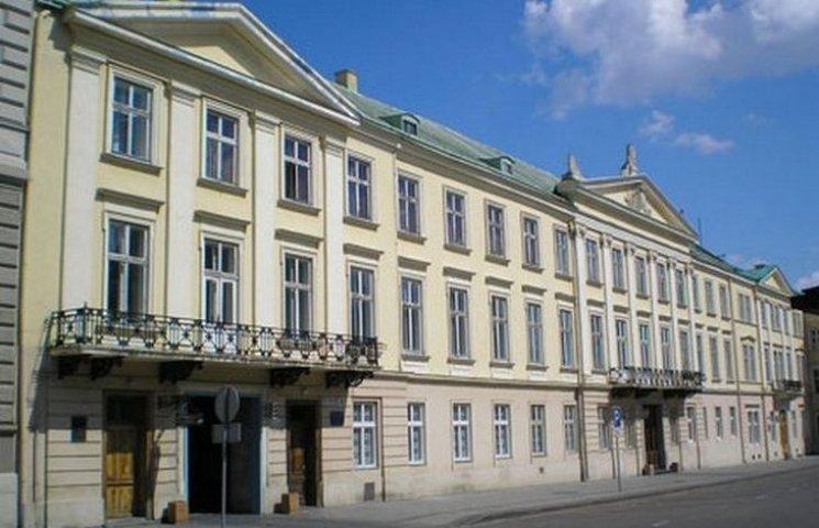 Неплохая сумма: Львовский облсовет выделил 300 тыс. грн на повышение квалификации чиновников