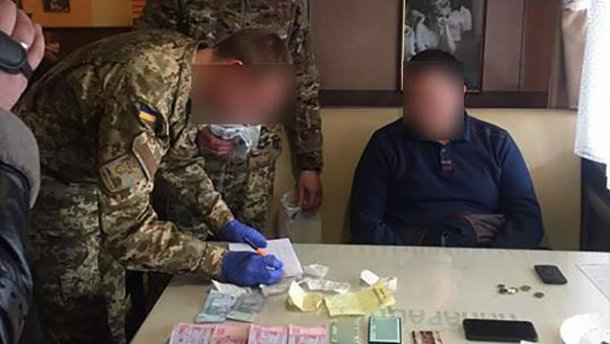 Помощника нардепа поймали на серьезной взятке (ФОТО)