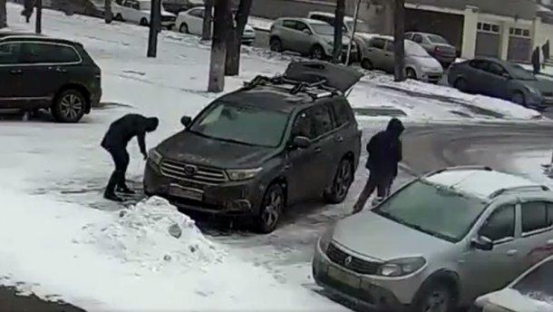 Страшная месть объединила киевлян, которые наказали водителя-жлоба с помощью пакетов с мусором (ФОТО)