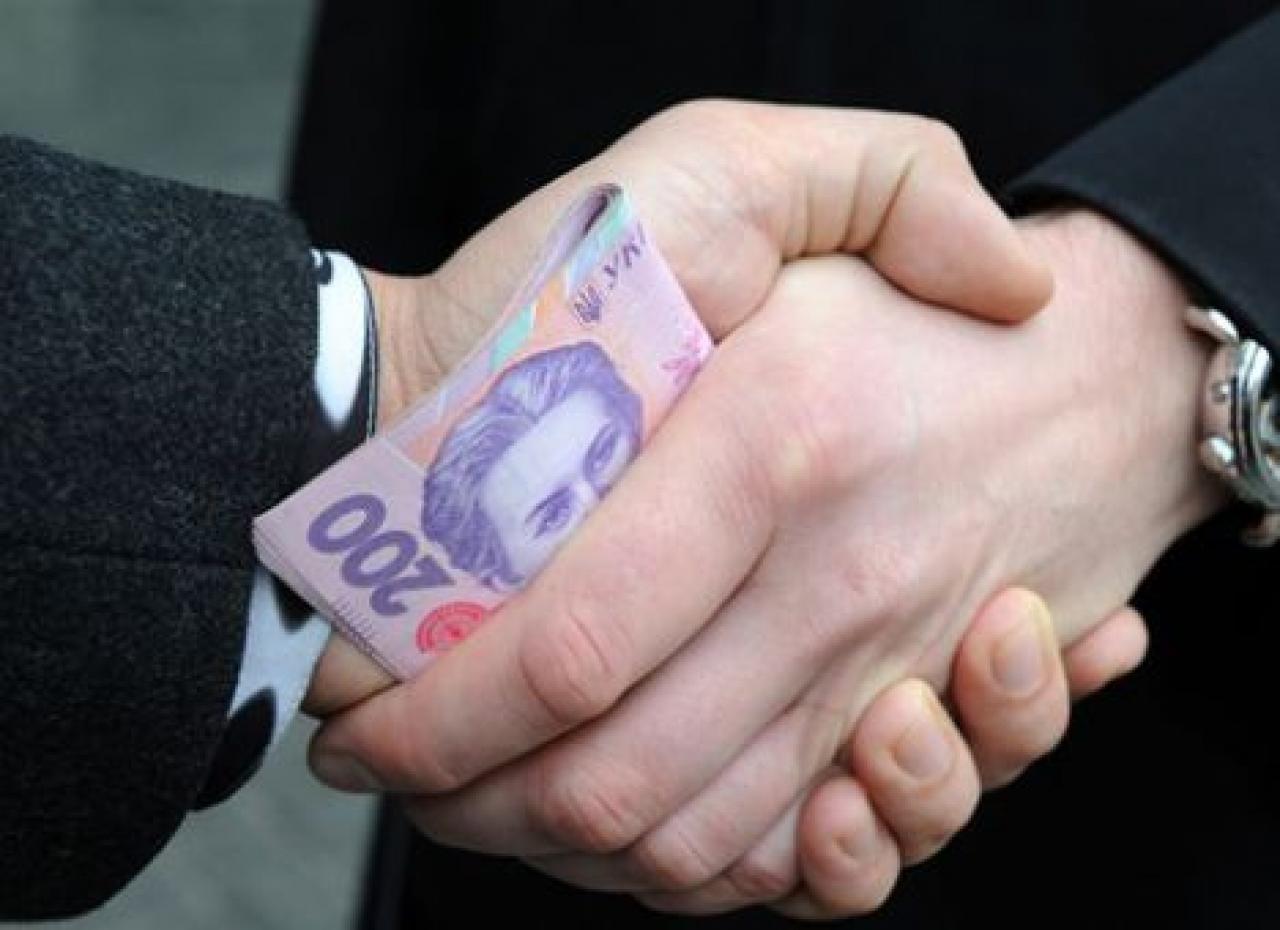 Чиновник «Укрзализныци» попался на взятке в 10 тысяч долларов