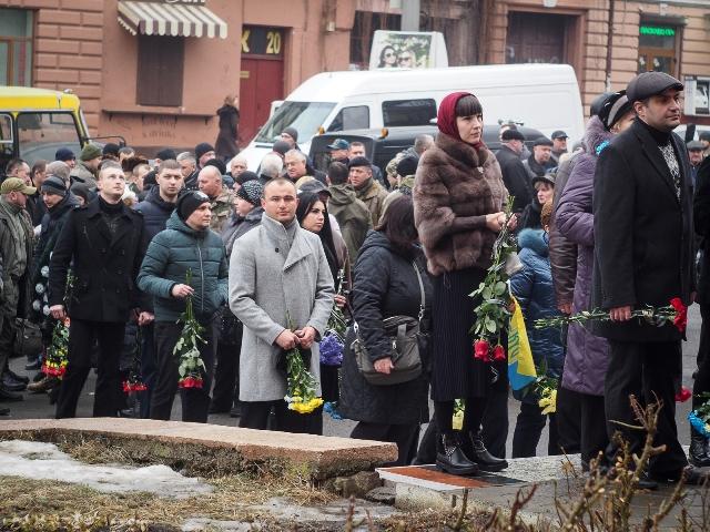 Герои не умирают: в Черновцах попрощались с погибшим под Авдеевкой Леонидом Дергачем (ФОТО, ВИДЕО)