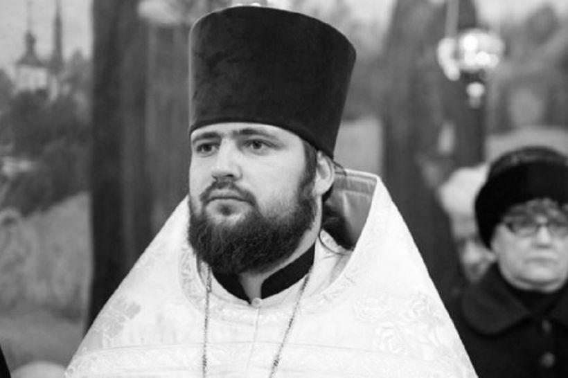 Киевского священника нашли мертвым в сауне с девушками. Вы онемеете от увиденного (ВИДЕО)