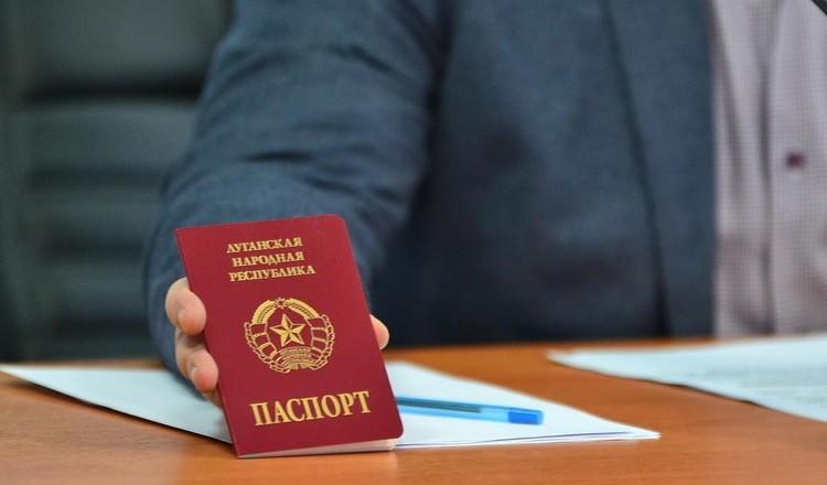 Россия признала «паспорта» «ЛНР» и «ДНР»