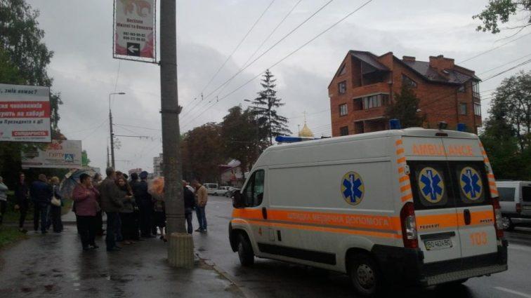 Ослепило: в Киеве изверг сбил мать и двоих детей на пешеходном переходе (ФОТО)