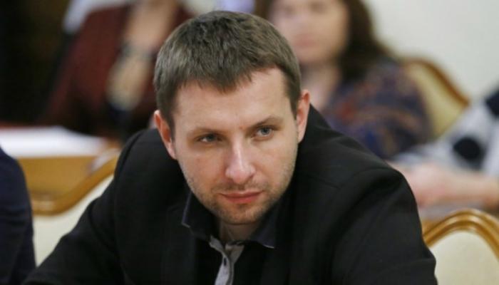 Нардеп Парасюк ворвался в номер журналиста с автоматом. Детали шокируют (ВИДЕО)