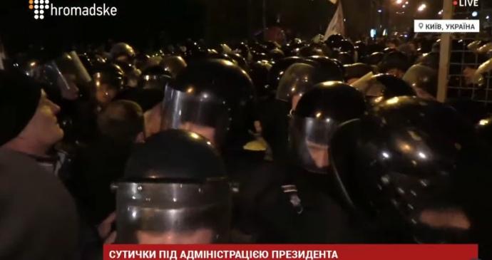 К «блокадной акции» под АП стянули полицию и Нацгвардию, были столкновения
