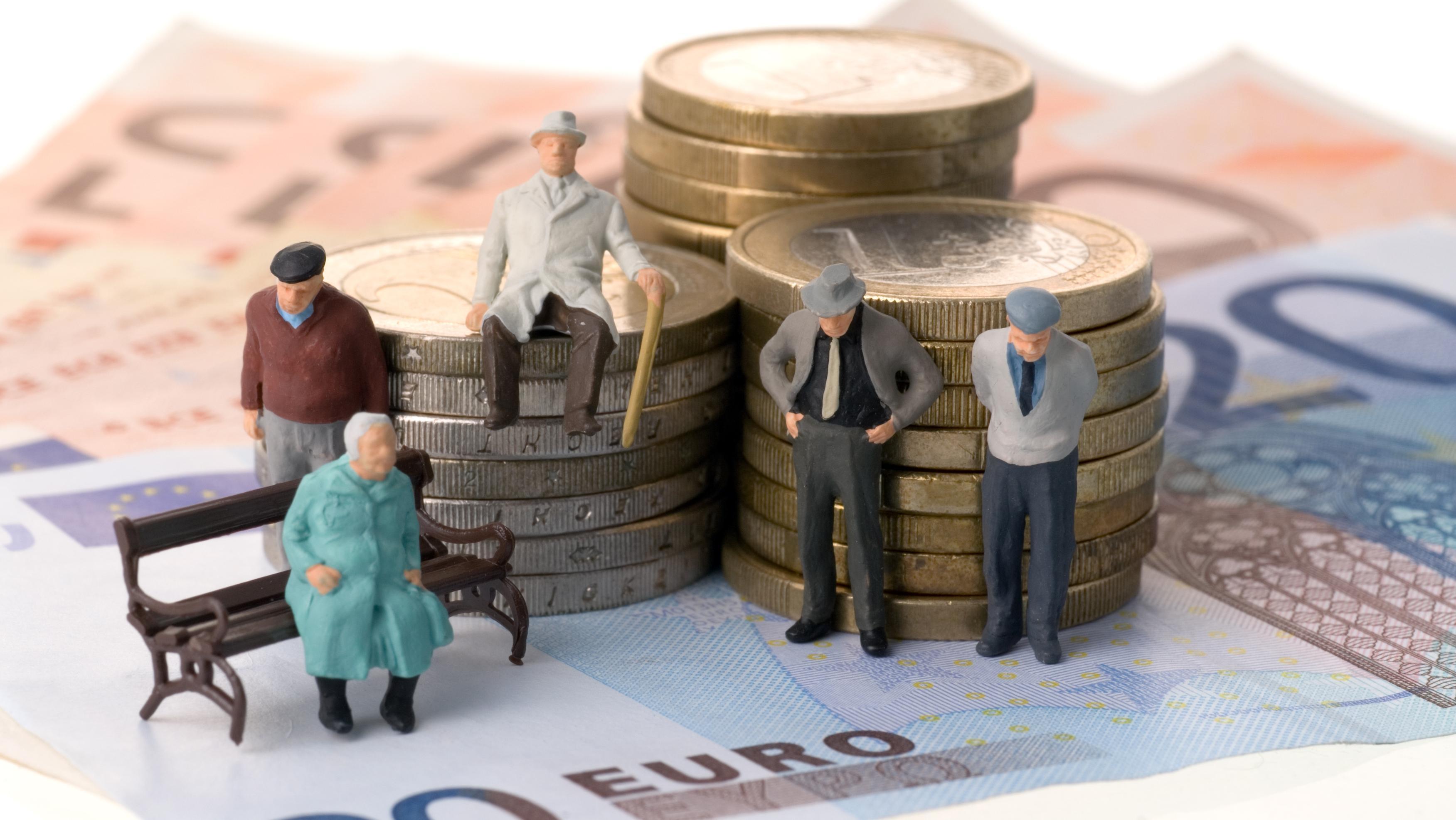 Внимание! Украинцам запретят работать после выхода на пенсию