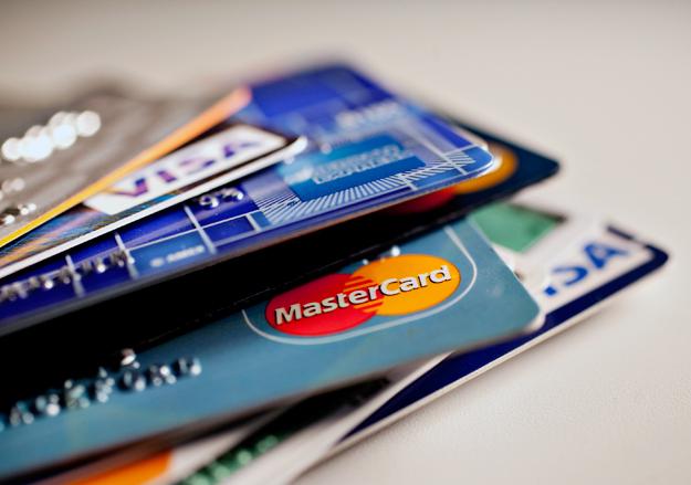 """Спокойно!!! Украинцам разъяснили популярную """"страшилку"""" о зарплатных карточках"""