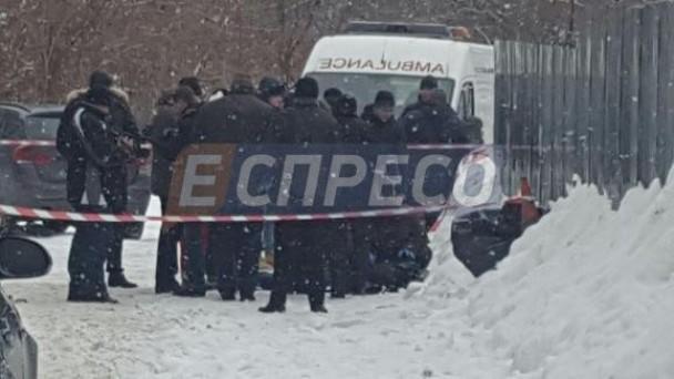 Жестокая расправа: неизвестные застрелили мужчину возле бизнес-центра (ФОТО)