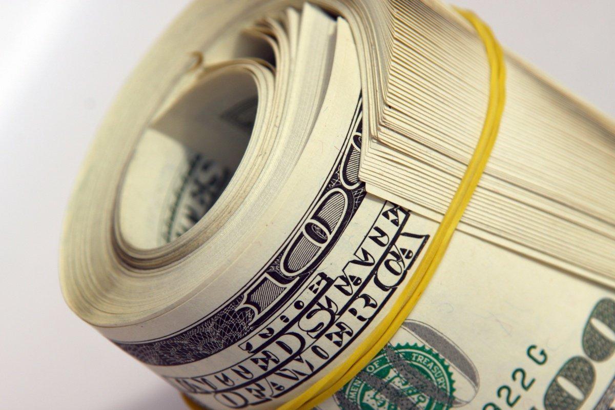 Черкащанин похитил у пенсионерки крупную сумму долларов