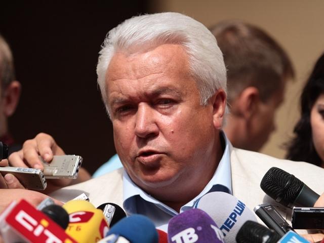 «Подарки» с намеком: беглый регионал удивил всех депутатов Рады неоднозначным поступком (ФОТО)
