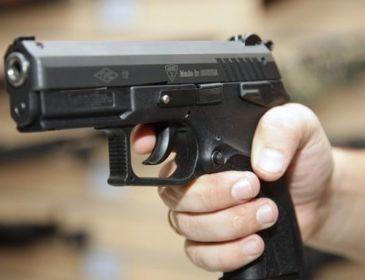 Ужас! Во Львове мужчина обстрелял автомобили и совершил самоубийство