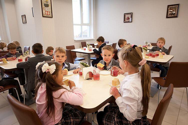 Скандал в одесской школе: детям готовила обеды повар с туберкулезом