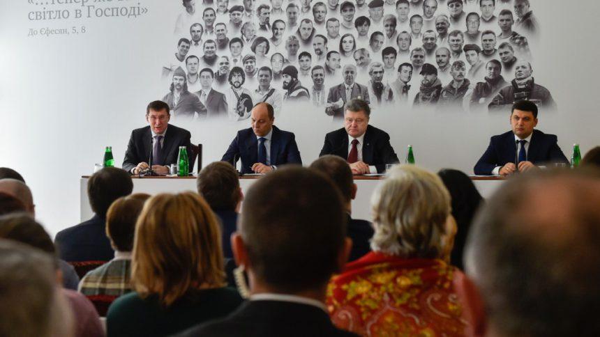 Получат единицы: Уже в этом месяце Порошенко удивит студентов новыми стипендиями