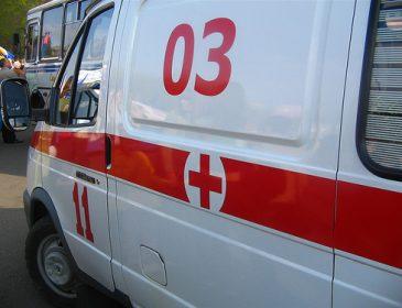 Вообще без ума: на киевских копов напал мужчина с ножом, который перед этим убил своего друга (ФОТО)