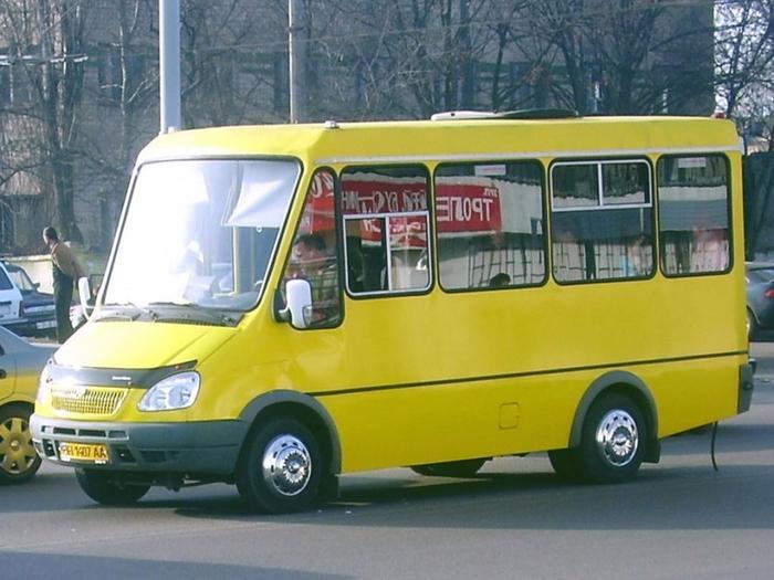«Потому что нас за людей не считают»: пассажиров шокировал состояние сидений в автобусе (ФОТО)