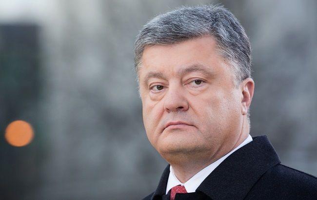 Порошенко попросили заменить четыре буквы в гимне Украины