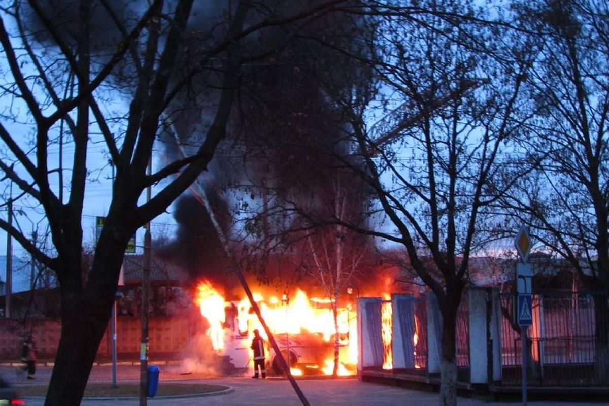 «Остался один скелет»: автобус, заполненный людьми, сгорел дотла. Без слез не посмотришь (ФОТО)