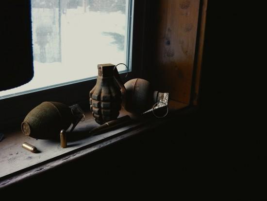 Война среди мирного населения: В Бердичеве мужчина в авто нашел растяжку с гранатой