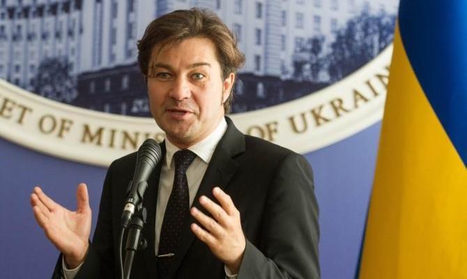 Такую бы зарплату каждому украинцу: стало известно, сколько зарабатывает министр культуры Евгений Нищук. Цифры впечатляют
