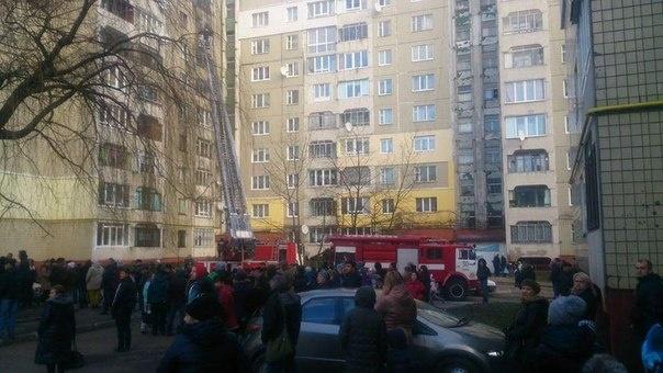 В Киеве произошел масштабный пожар в многоэтажке, эвакуировано 70 человек (ФОТО)