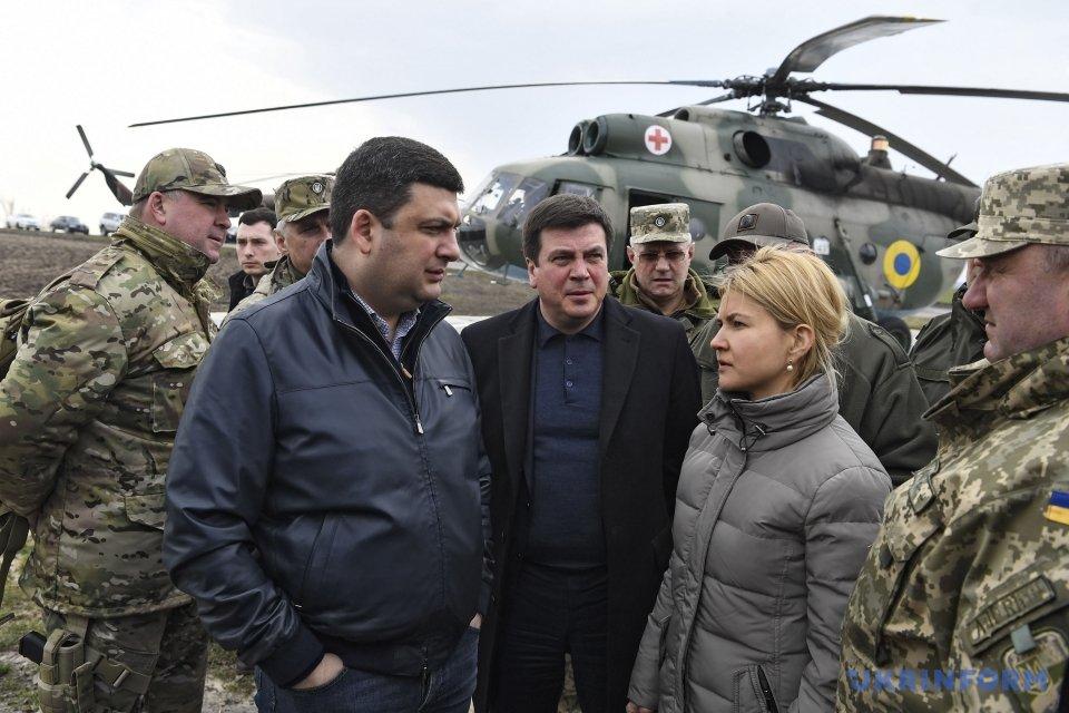 «Может гореть еще целую неделю»: Гройсман рассказал о последствиях пожара арсенала в Харьковской области