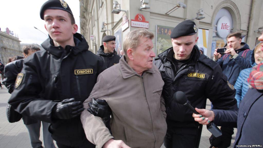 Дошло и до Минска: в столице Белоруссии силовики массово задерживают людей. Число превышает 100 человек (ВИДЕО)