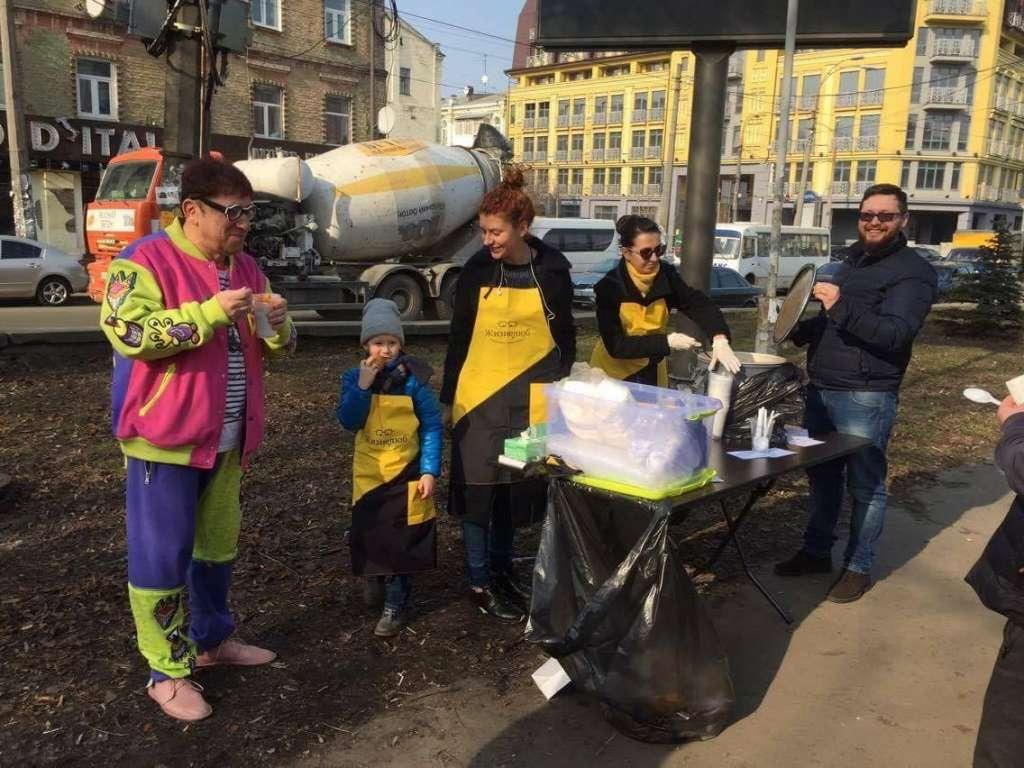 В центре Киева пенсионеров будут бесплатно угощать горячим