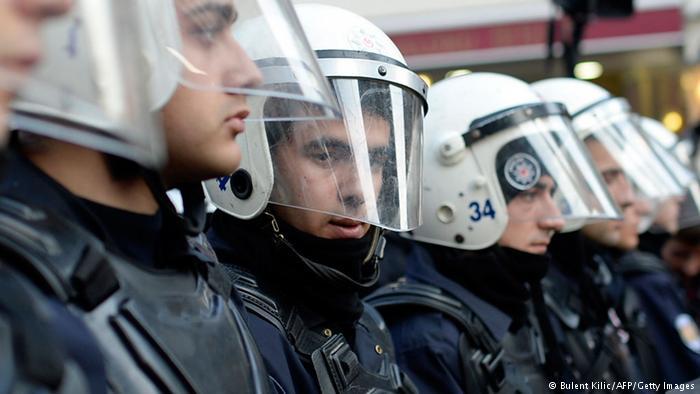 Скандал между Турцией и Нидерландами: главу турецкого МИД не пустили в Нидерланды, а Эрдоган назвал голландцев фашистами