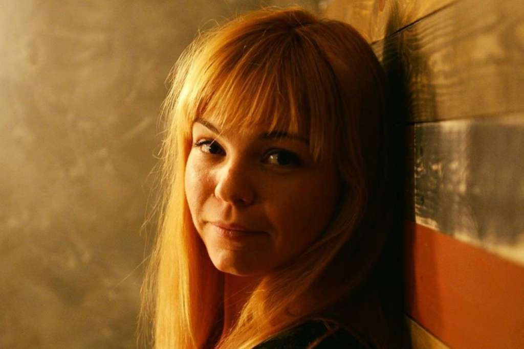 Молоденькая, но не глупая: чем известна главная люстраторка и экс-помощница Барни Анастасия Задорожная (ФОТО)