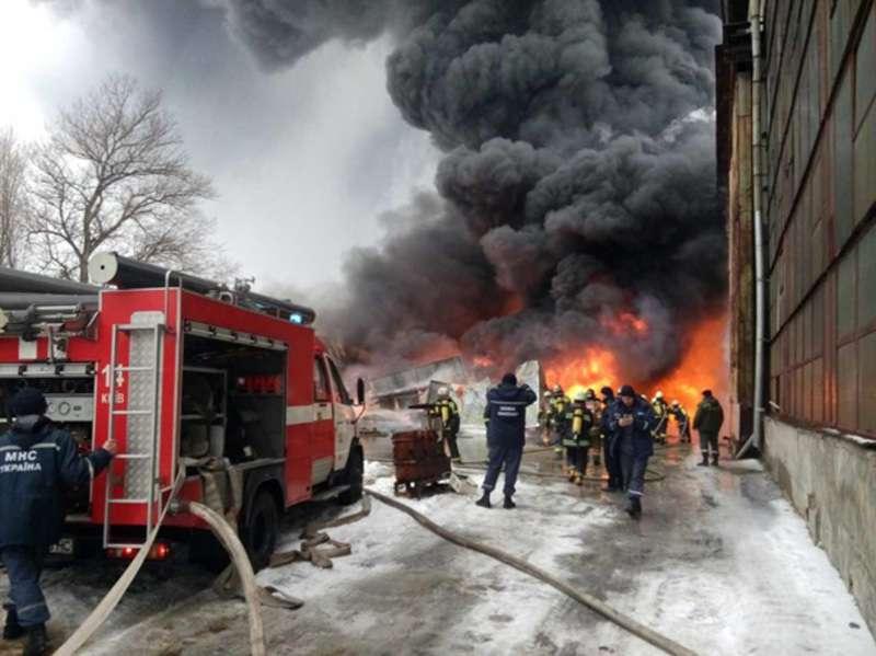 СРОЧНО!!! В Харькове горит с нереальной силой огромный завод, эти фото шокируют