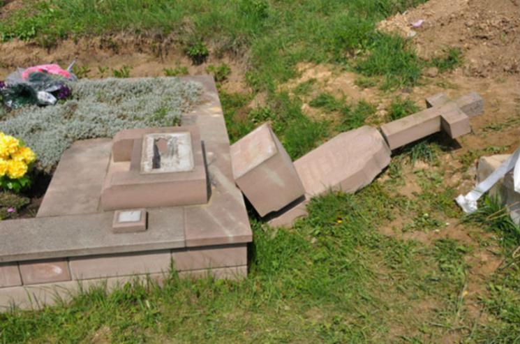 По Киеву и области прокатилась волна вандализма и воровства на кладбищах