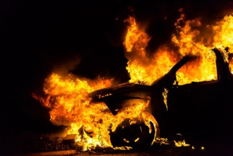 Неслыханная жестокость: неизвестные сожгли до основания авто экс-главы областного совета