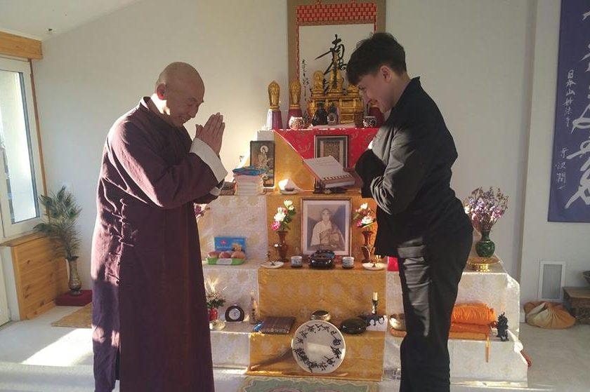 Еще там ее не было: Савченко «засветилась» с индийским гуру и японским монахом (ФОТО)