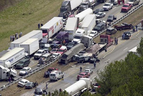 Погибли почти все… Обнародовано шокирующее видео масштабной аварии, такого вы еще точно не видели!!!