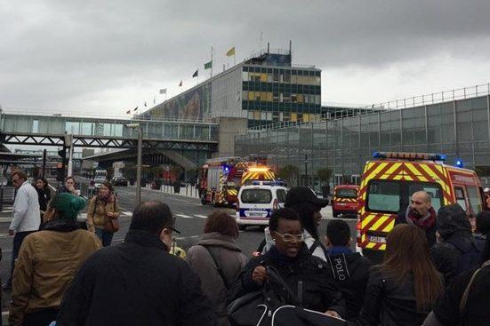 Перестрелка в аэропорте Парижа: убит человек (ФОТО)