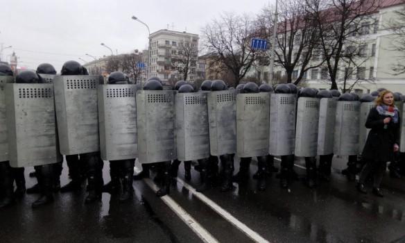 УЖАС: массовые задержания журналистов и правозащитников в Беларуси на Марше Воли