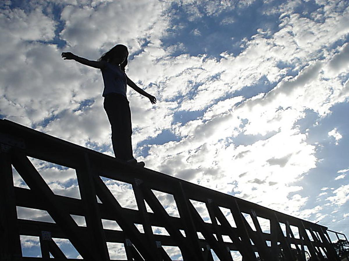 РОДИТЕЛИ, БУДЬТЕ ОСТОРОЖНЫ!!! В Украине «гуляют» новые игры, которые доводят детей до самоубийства